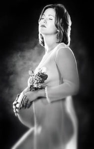 maternity photo of pregnant woman