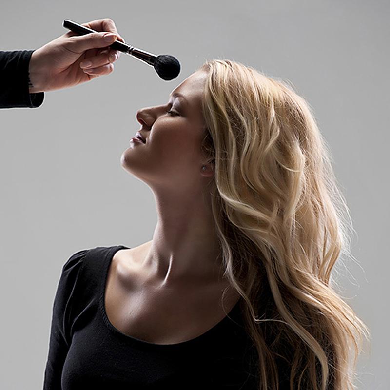 makeup artist for a headshot photo shoot