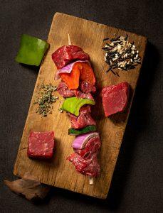 food photography of beef shish kabobs
